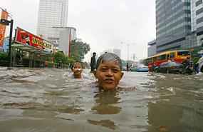 Children in Jakarta Flood